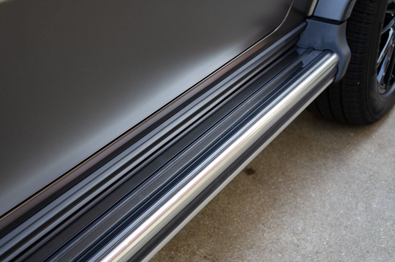 プロテクションフィルムを施工したMercedes-Benz G400d STRONGER THAN TIME Edition モンツァグレー・マグノのサイドステップ