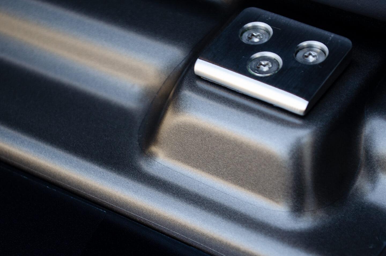 プロテクションフィルムを施工したMercedes-Benz G400d STRONGER THAN TIME Edition モンツァグレー・マグノのリアバンパーゲートステップ