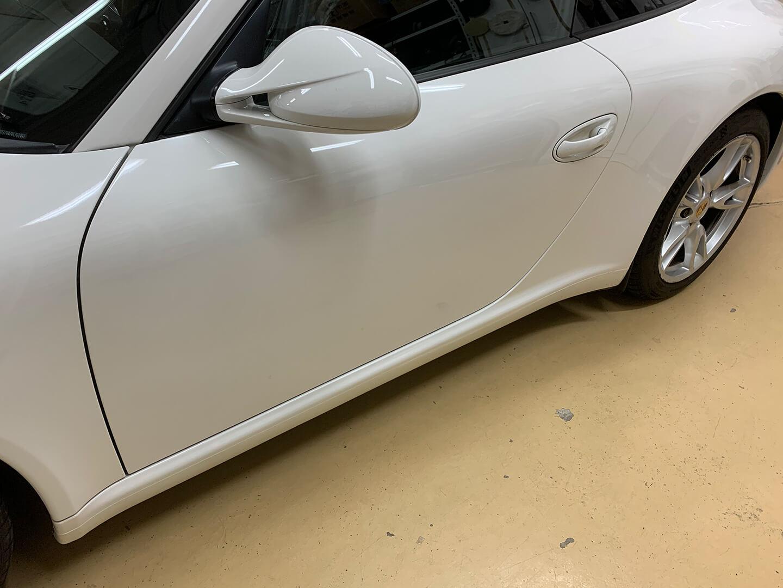 鈑金塗装後のPorsche 911 Carrera (type997)