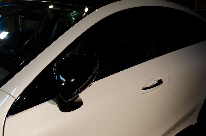 ラッピングフィルムを施工した メルセデス AMG GT43のドアミラーとメッキモール