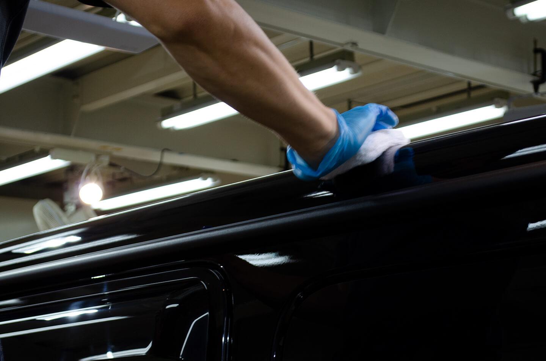 メルセデス ベンツ G400d オブシディアンブラックにコーティングしているところ