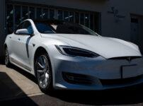コーティングを施工したTESLA Model S パールホワイト マルチコート